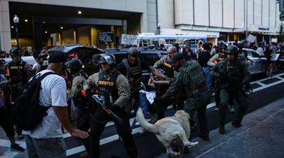 Столкновения полицейских и демонстрантов в Оклахоме