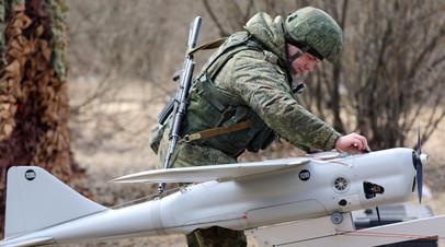 Военнослужащий РФ готовит к пуску БПЛА «Орлан-10»