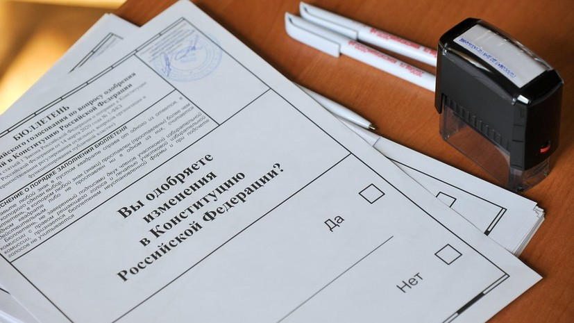 На Украине открылись четыре участка для голосования по поправкам