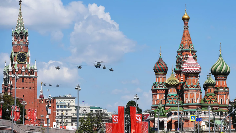 Опрос: 61% россиян смотрели парад Победы в Москве