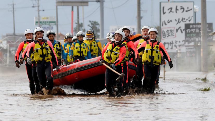 Абэ направил 10 тысяч военных на места наводнений на юго-западе Японии
