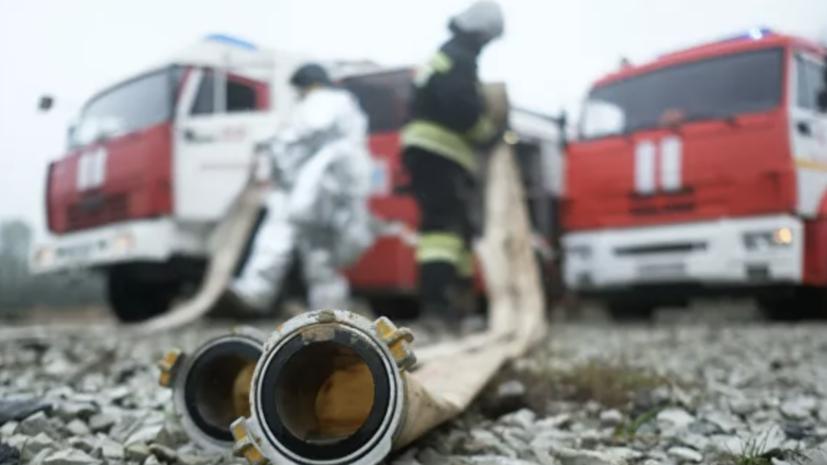 В Баку произошло возгорание на фабрике по производству краски