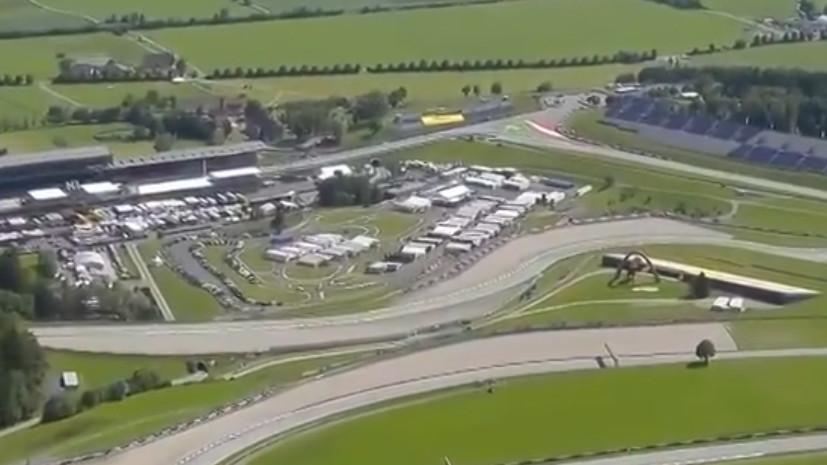 Фанаты взобрались на гору, чтобы посмотреть заезды «Формулы-1»