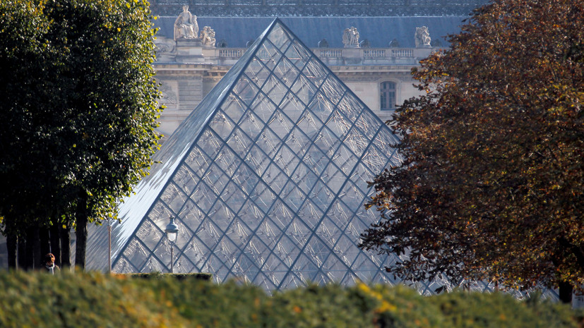 Парижский Лувр возобновил работу
