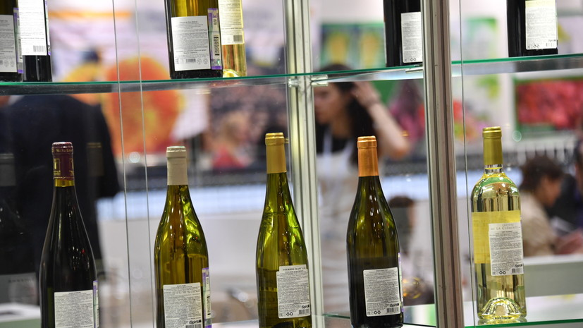 СМИ: Регионы могут ослабить запрет на продажу алкоголя у медучреждений