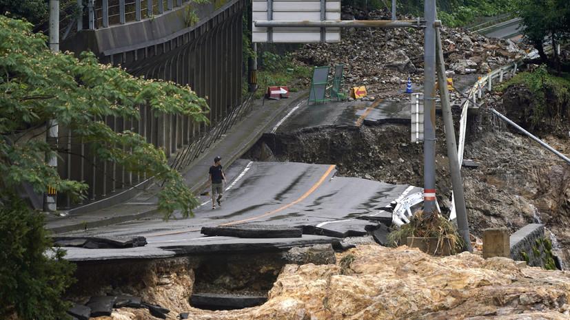 Число жертв наводнений в Японии достигло 50