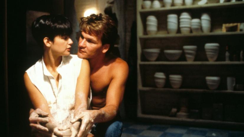 Много слёз и эротика без постельных сцен: в чём секрет успеха фильма «Привидение»