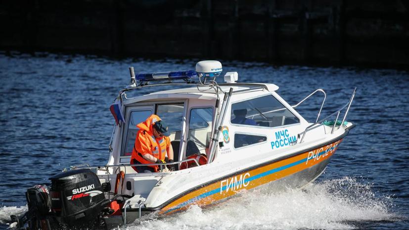 Возле острова Русский затонуло рыболовное судно