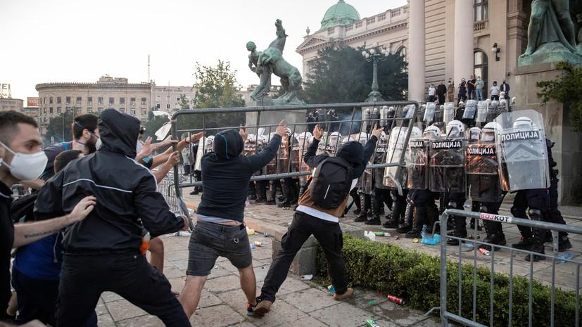 Глава МО Сербии назвал беспорядки попыткой начать гражданскую войну