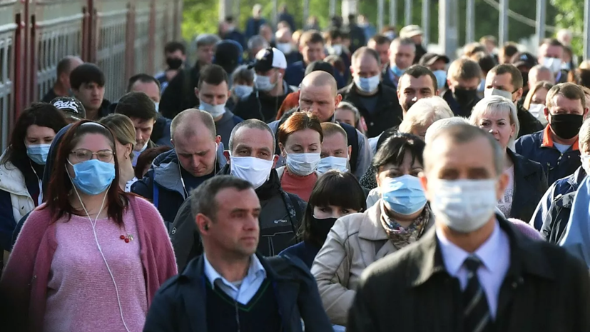 В транспорте и магазинах Москвы масочный режим продолжит действовать