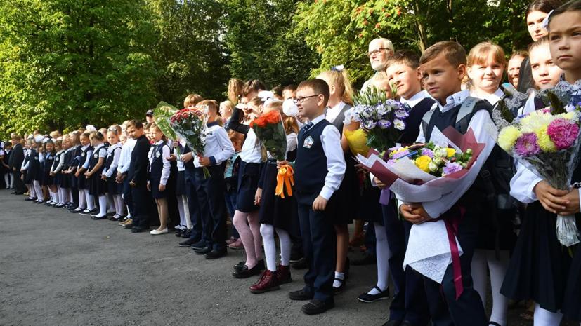Минпросвещения разрешит традиционные линейки в школах 1 сентября