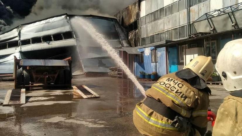 Площадь пожара на складе в Самаре увеличилась до 10 тысяч метров