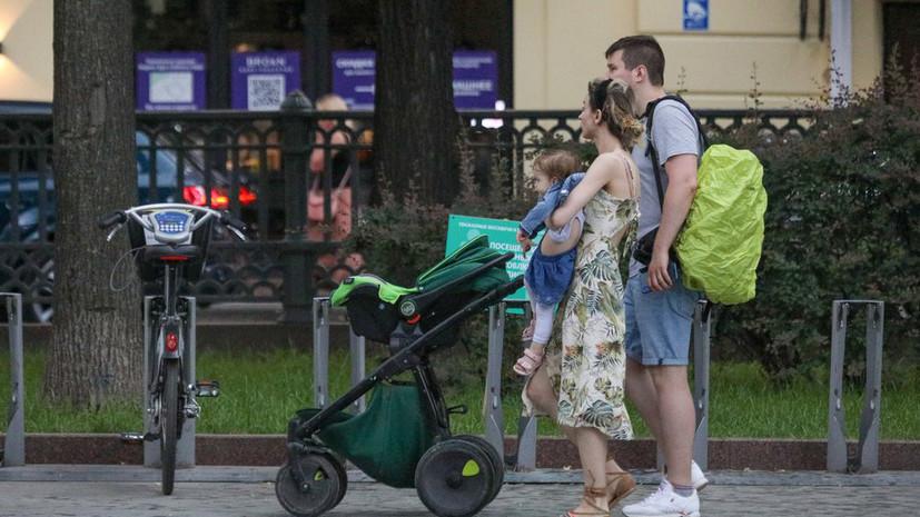 В Госдуму внесён проект о запрете усыновления детей однополыми парами
