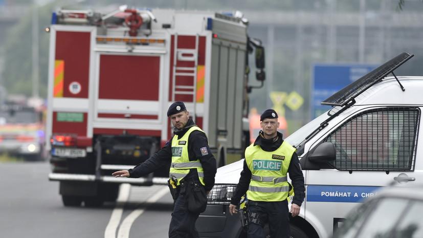 Пассажирский и грузовой поезда столкнулись в Чехии