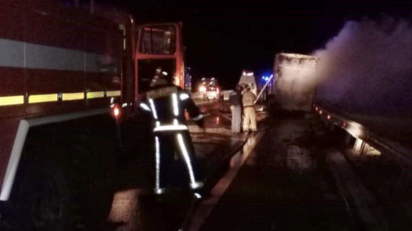 В Липецкой области после ДТП загорелся автобус
