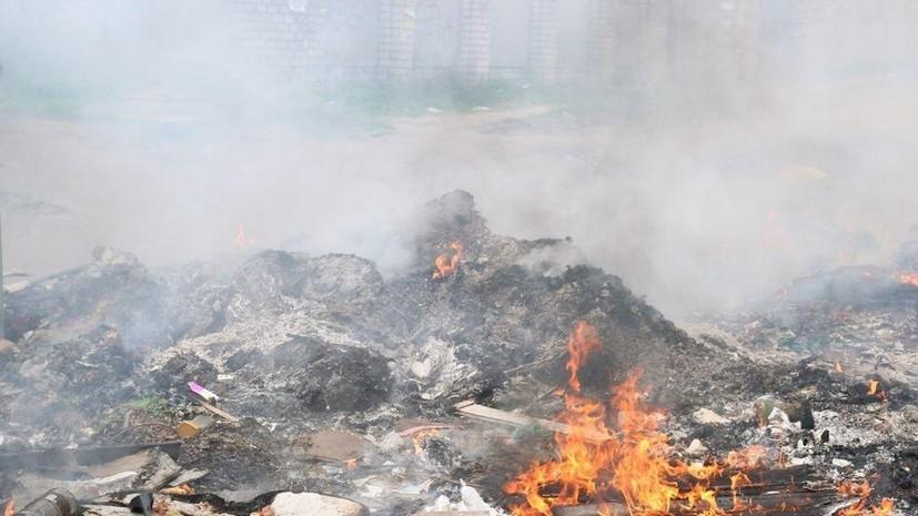 На несанкционированной свалке в Ингушетии тушат пожар