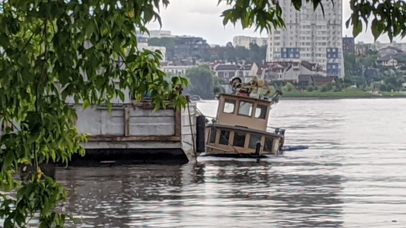 В Москве-реке провели отбор проб воды после разлива топлива