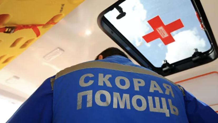В Москве автобус врезался в остановку
