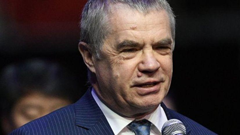 Медведев пообещал привлечь к ответственности авторов баннера с Федуном