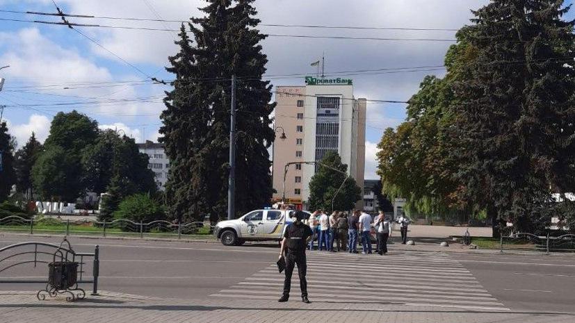 Посольство выясняет, есть ли россияне среди заложников в Луцке