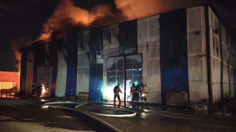 Пожарные локализовали пожар на складе в подмосковном Видном