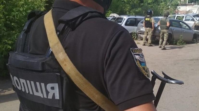 В Полтаве мужчина при задержании взял в заложники полицейского