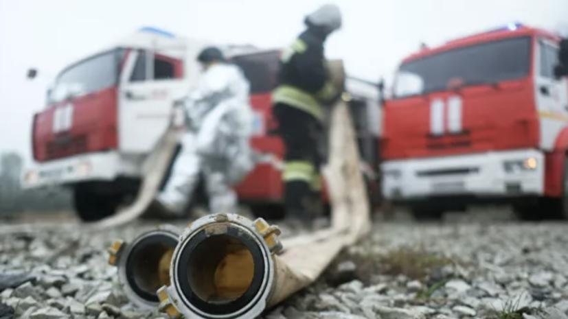 На Ставрополье тушат пожар на площади 500 квадратных метров
