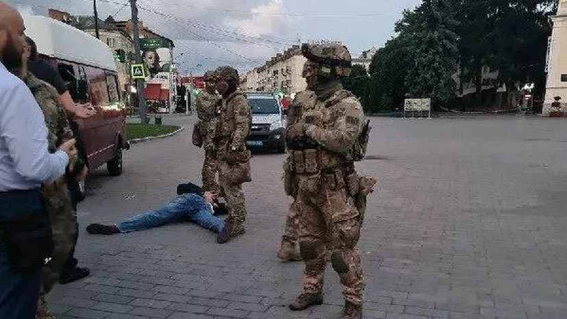 Суд арестовал захватившего автобус в Луцке мужчину