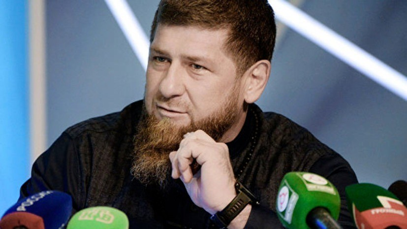 Кадыров объяснил фото с двумя пулемётами