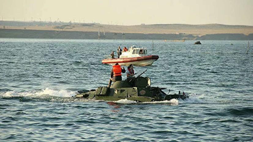 Водолазы исследуют затонувший в Крыму броневик