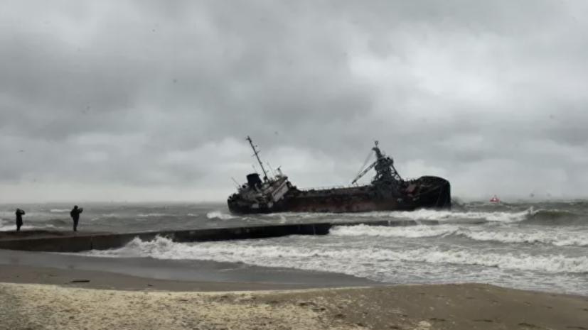Ситуацию с затонувшим в Одессе танкером признали чрезвычайной