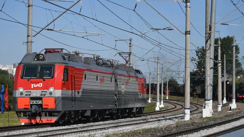 Два человека пострадали при столкновении поездов в Петербурге