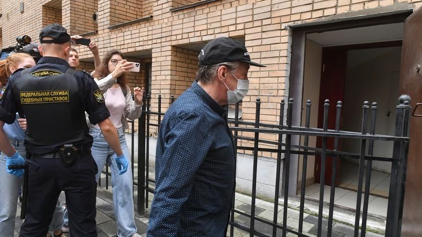 «Заявили это на предварительном следствии»: адвокат подтвердил отказ Ефремова признать вину в ДТП с погибшим