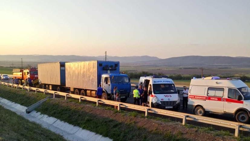 В СК сообщили о гибели водителя попавшего в ДТП в Крыму микроавтобуса
