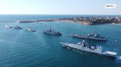 Репетиция парада ко Дню ВМФ в Севастополе — видео с беспилотника