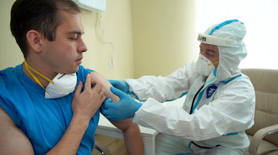 Осмотр перед выпиской добровольцев, участвовавших в испытаниях вакцины от COVID-19 в Главном военном клиническом госпитале им. Н. Н. Бурденко