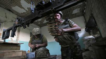 Украинские солдаты вблизи линии соприкосновения