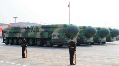 Пусковые установки китайских межконтинентальных баллистических ракет DF-41 на параде в Пекине