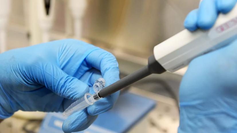 Вакцинацию от коронавируса в России начнут с медиков и учителей