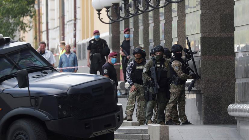 В СБУ заявили о наличии элементов взрывчатки у захватчика банка в Киеве