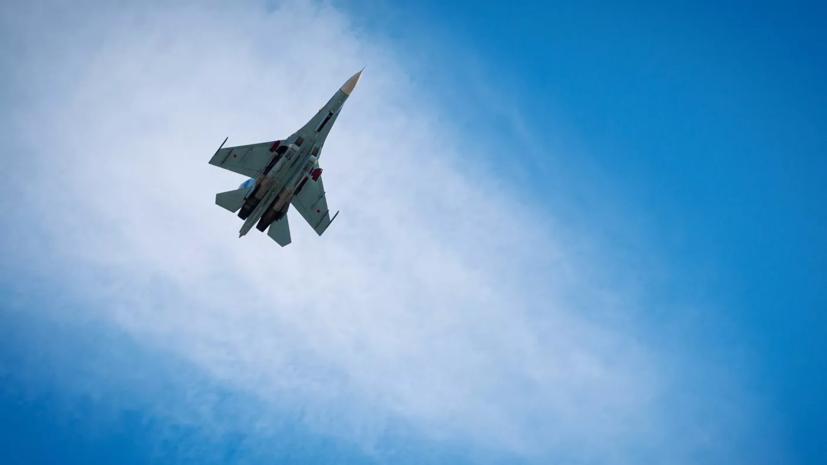 Российский Су-27 перехватил два американских самолёта-разведчика