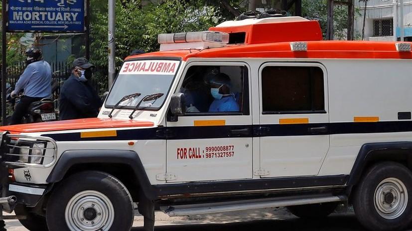 СМИ: Три человека погибли и 50 пострадали при ЧП с самолётом в Индии