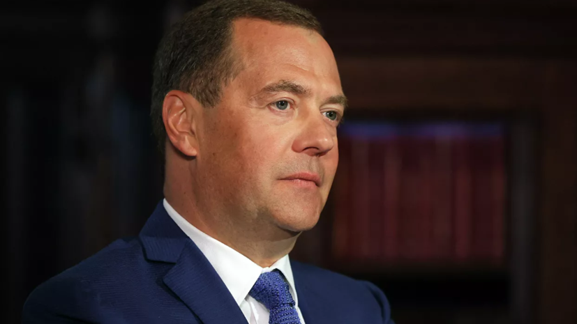 Медведев рассказал об идее США отключить Россию от системы SWIFT