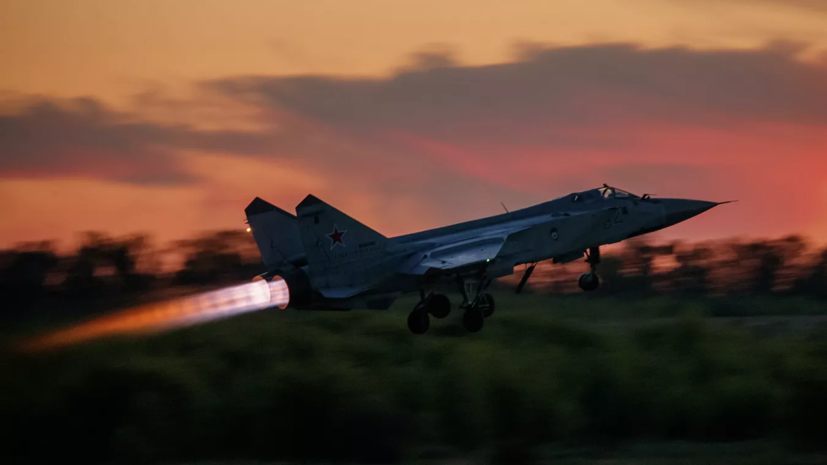 МиГ-31бм был поднят на перехват самолёта США над Баренцевым морем