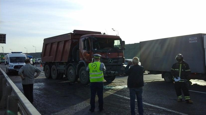 Более 30 штрафов числится за попавшим в ДТП грузовиком в Москве