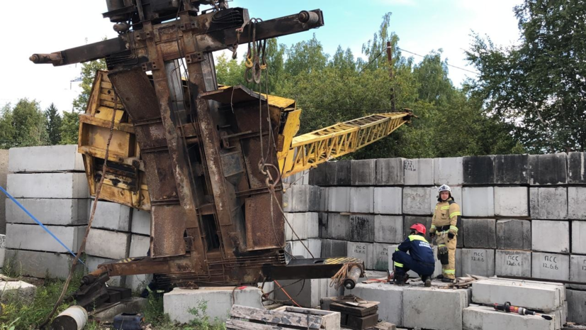 В Ижевске из-за падения строительного крана пострадал крановщик