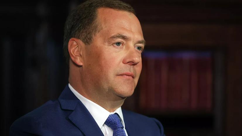 Медведев возглавил комиссию Совбеза по обеспечению интересов в Арктике