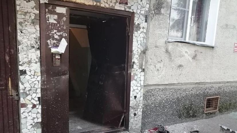 В Новосибирске автомобиль врезался в жилой дом