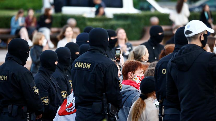 В центр Минска стягивают автобусы с бойцами ОМОНа и автозаки