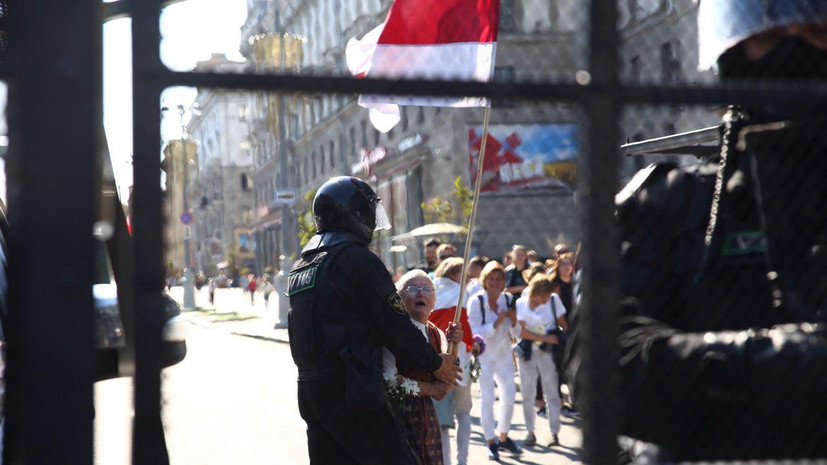 МВД Белоруссии подтвердило ввод в Минск бронетехники
